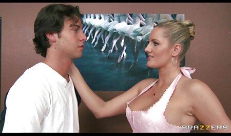 Olivia kostenlose pornofilme zum ansehen fickt in weißen Strümpfen