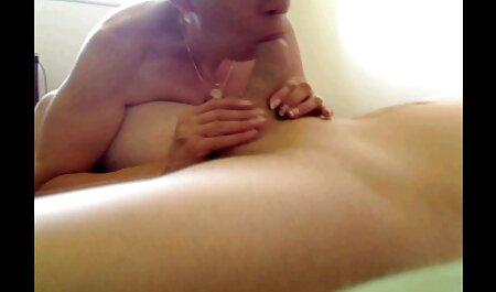 Blonde Hure kniet nieder und tief in die Kehle fickt ein gratis pornofilme gucken harter schwarzer Schwanz dann