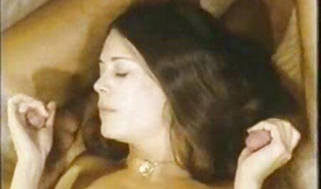 Amateur-MILF nimmt einen Raum voller Jungs auf kostenlos pornos anschauen