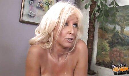 Danni Ashe im Wald pornovideos kostenlos ansehen spielt in ihren Shorts
