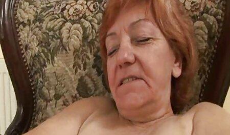 Heiße pornofilme zum gratis anschauen lesbische Babes auf der Couch saugen und ficken mit Strap-On