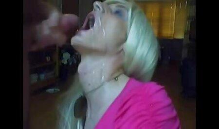 Petite Babe mit Hosenträgern in roten Strümpfen brutale pornos kostenlos ansehen
